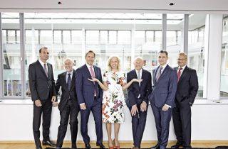 Das Team für Dussmann Next Level: Wolf-Dieter Adlhoch, Pietro Auletta, Jörg Braesecke, Catherine von Fürstenberg-Dussmann, Dr. Wolfgang Häfele, Hakan Lanfredi, Dieter Royal (v. l. n. r.) (Quelle: Dussmann Group)