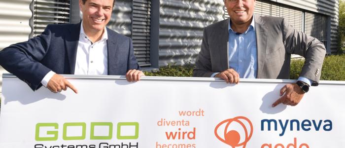 Dr. Hartmut Clausen, CEO myneva Group GmbH, Ralph Zenker, Inhaber GODO Systems Gmbh (v. li. nach re.) | Quelle: Peter Wirtz